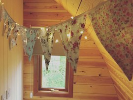 25 - Fairy Lights & Bunting